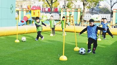 学校足球运动蔚然成风