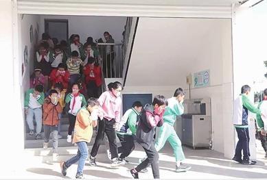 三阳小学师生演练应急疏散